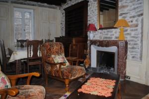 Le séjour et sa cheminée